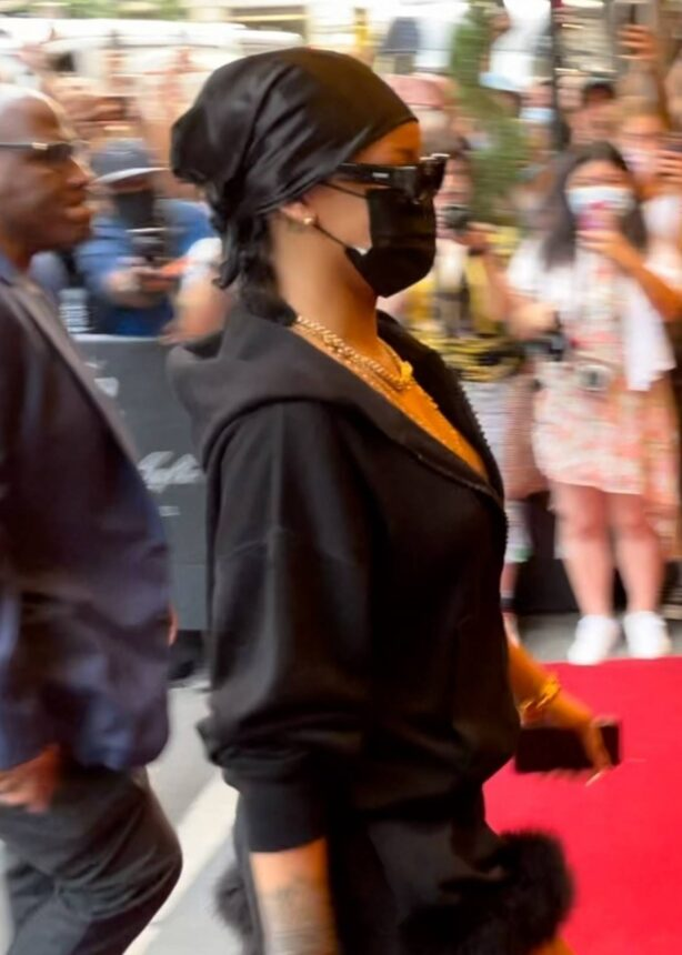 Rihanna - Arrives at Hotel Carlyle in New York ahead of MET gala
