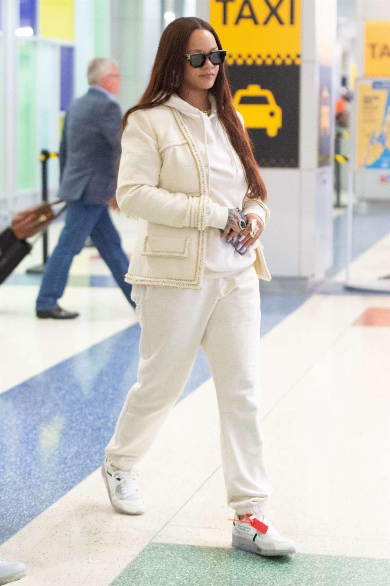 Rihanna – Arrives at JFK Airport in New York City