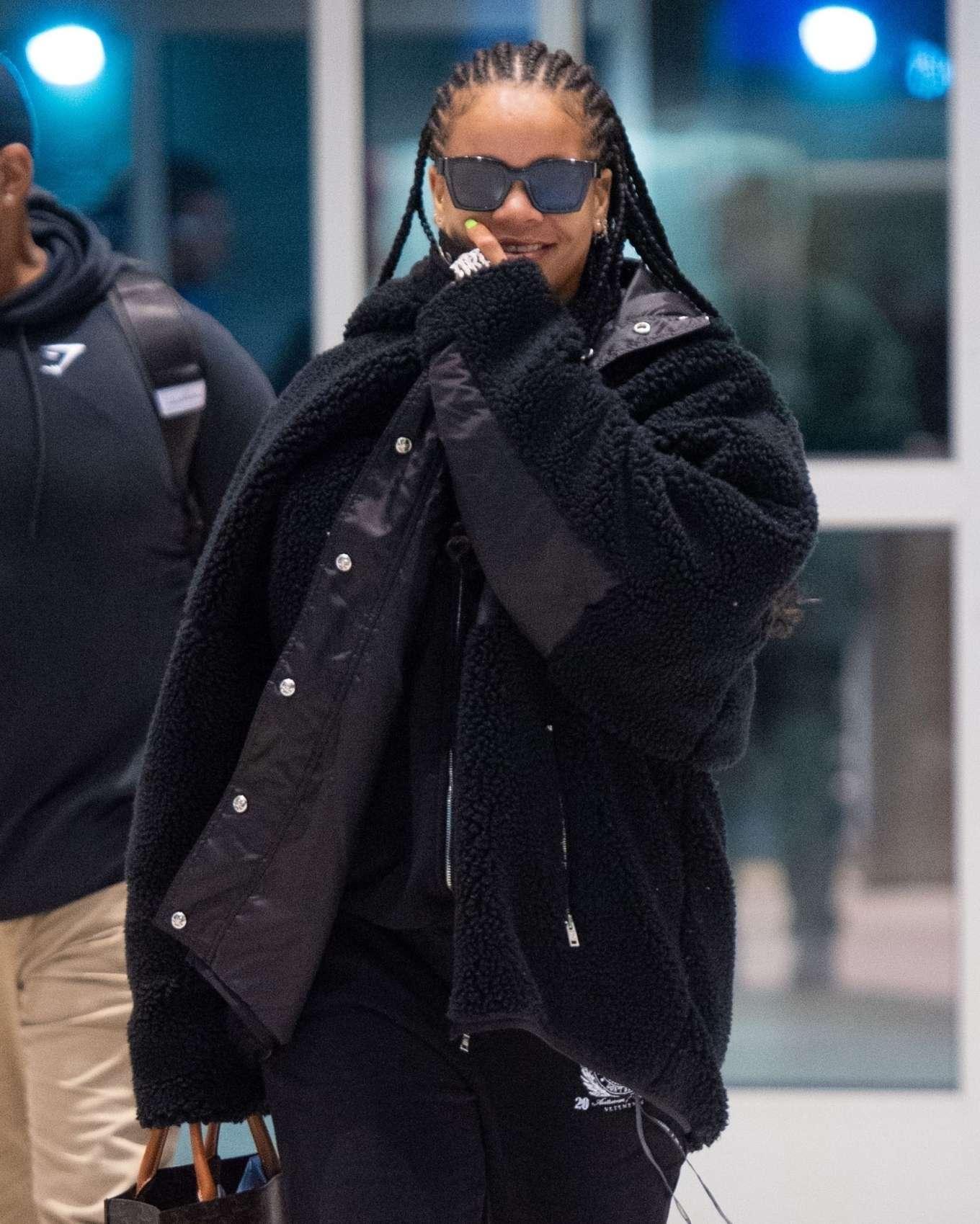 Rihanna 2019 : Rihanna – Arrives at JFK Airport in New York-07