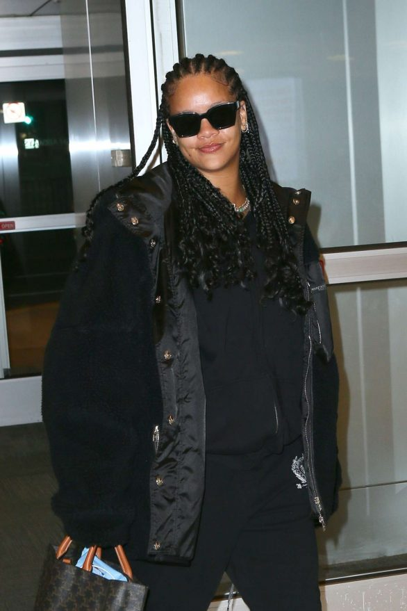 Rihanna - Arrives at JFK Airport in New York