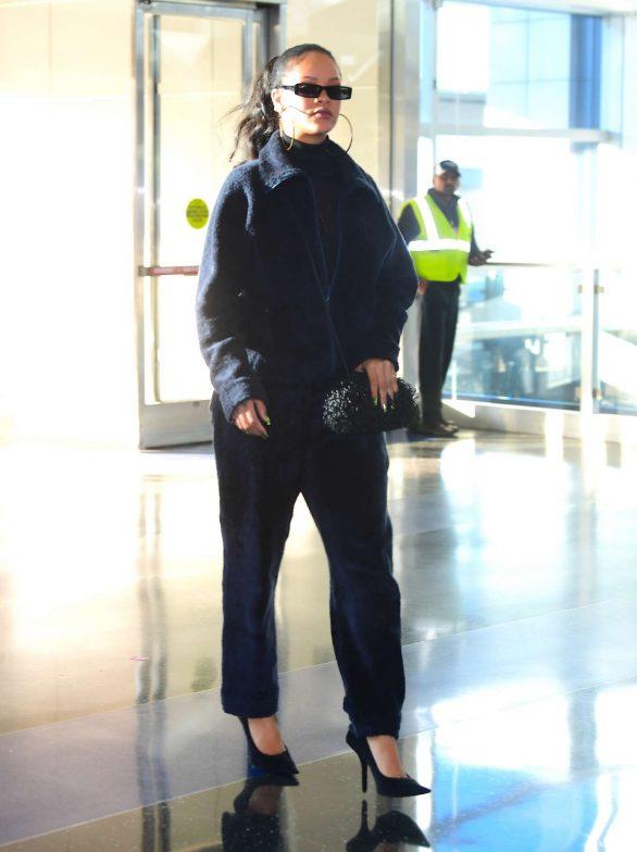 Rihanna 2019 : Rihanna – Arrives at JFK Airport in New York-23