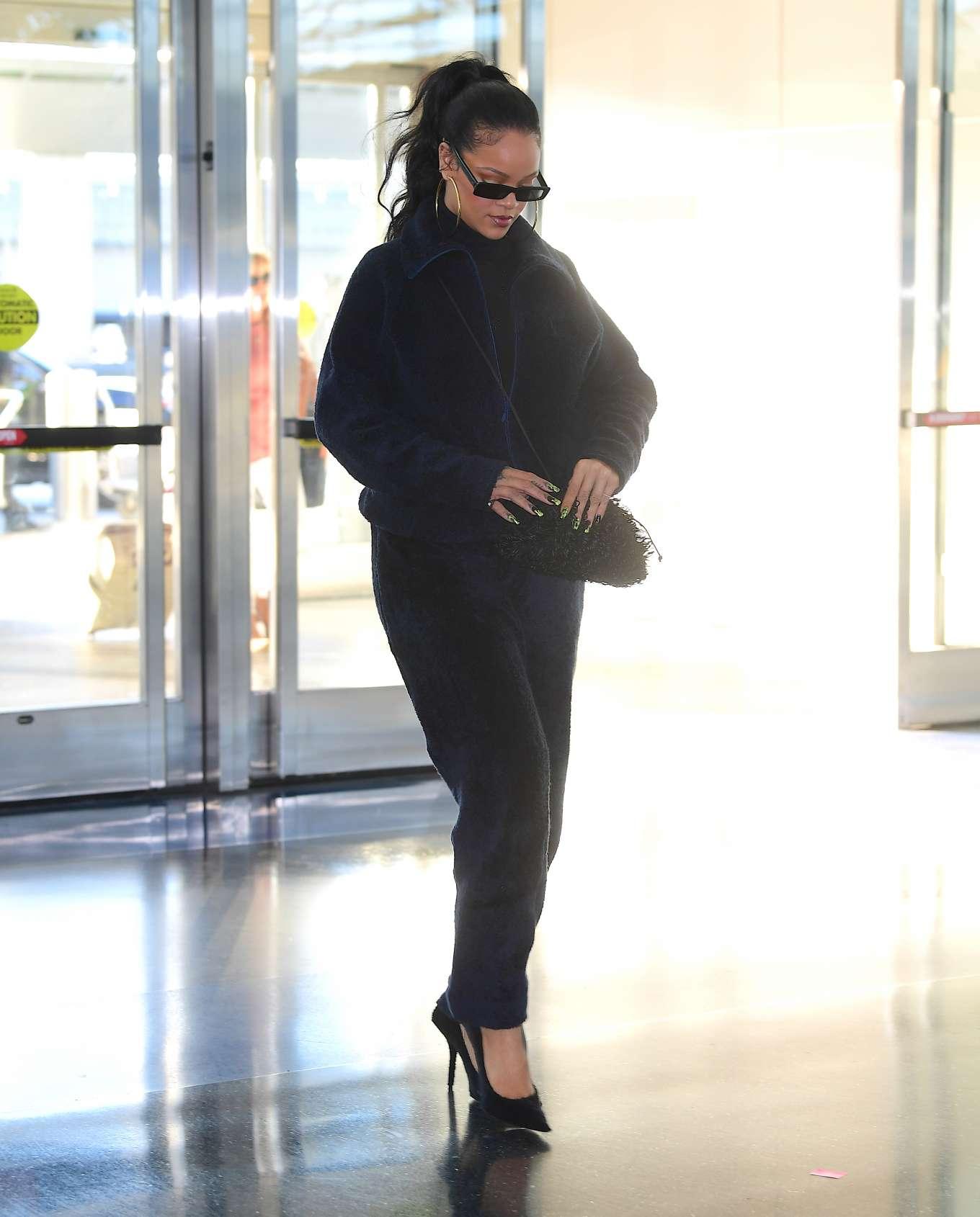 Rihanna 2019 : Rihanna – Arrives at JFK Airport in New York-26