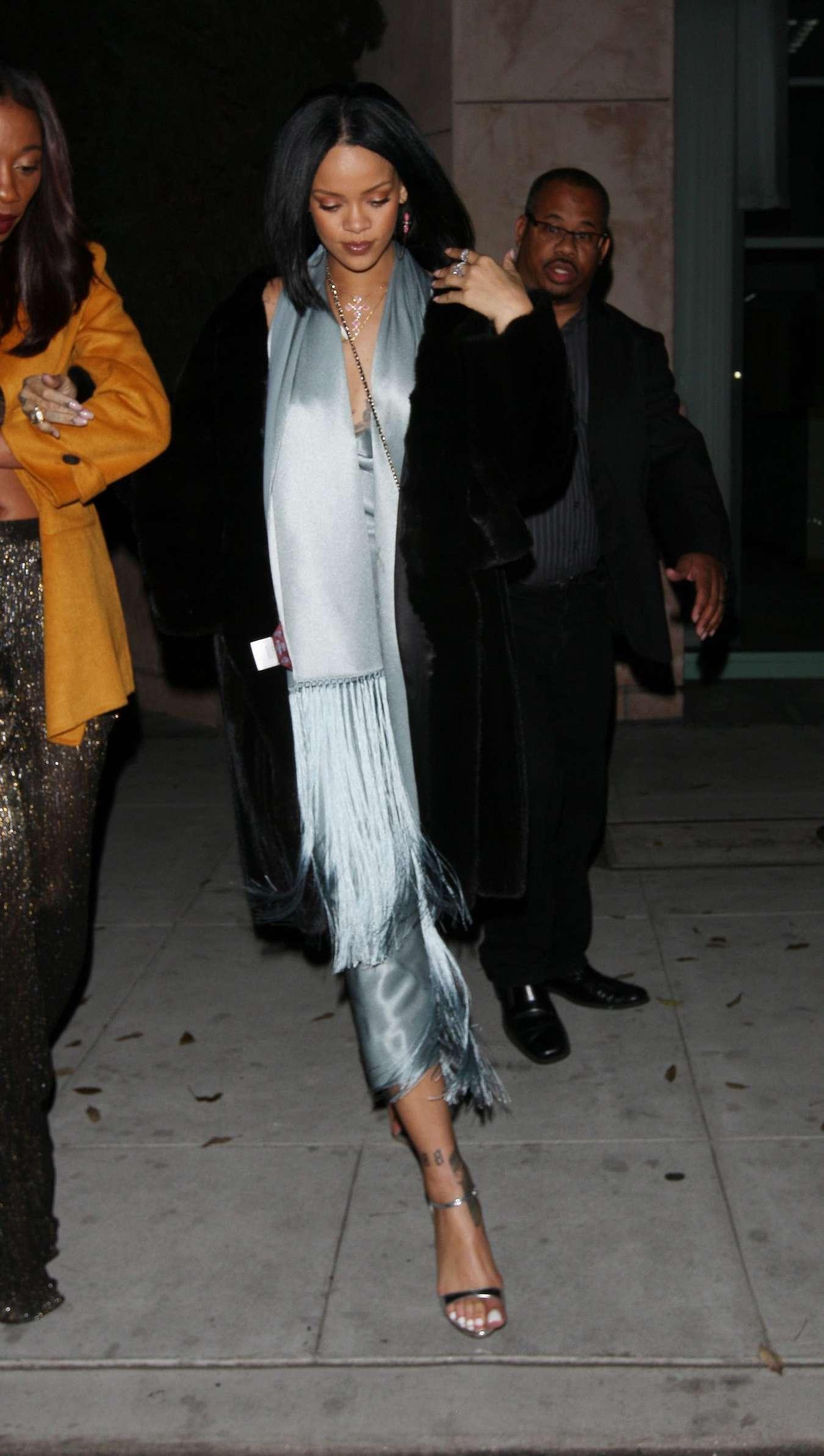 Rihanna 2016 : Rihanna: Arriving at a restaurant in LA -03