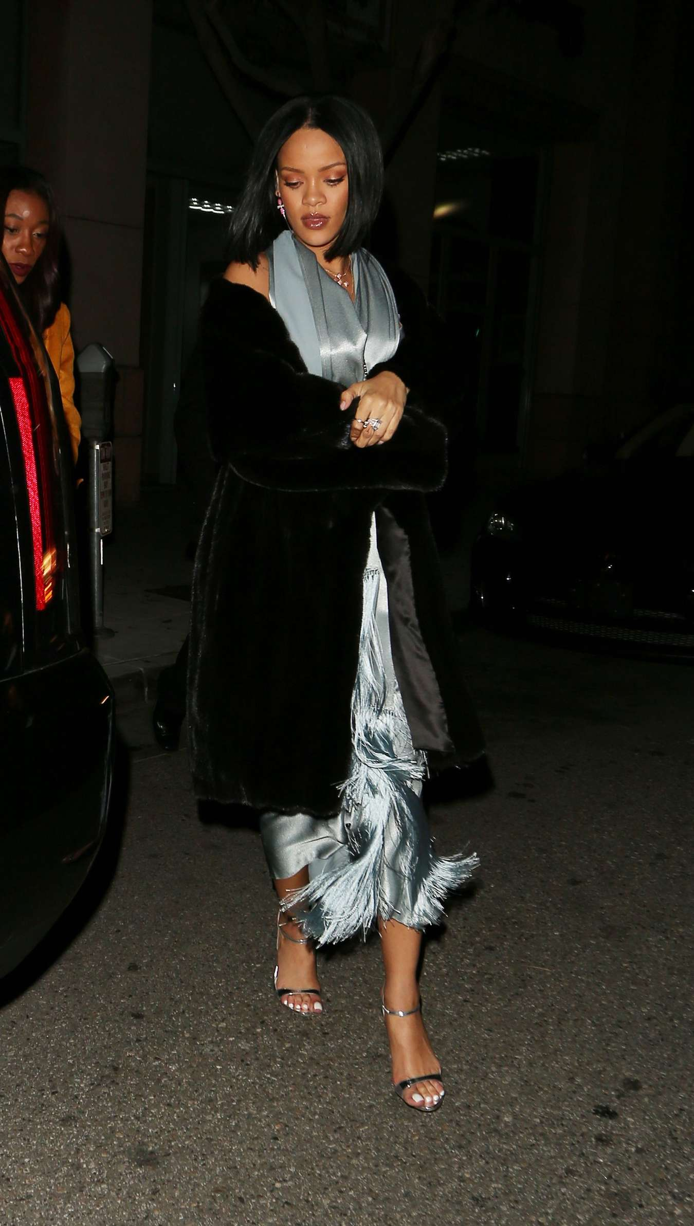 Rihanna 2016 : Rihanna: Arriving at a restaurant in LA -11