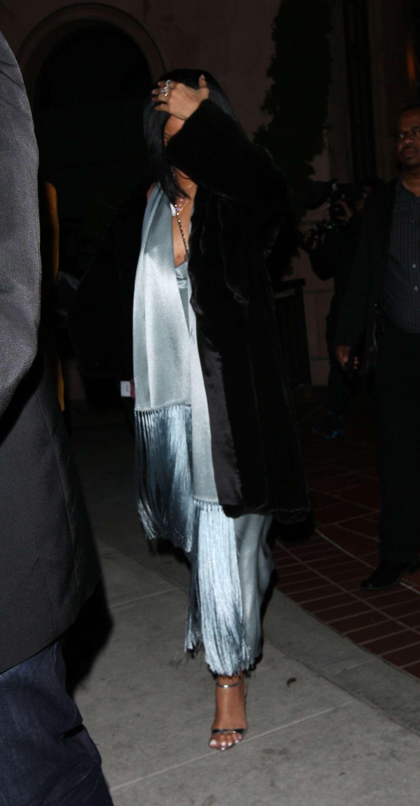 Rihanna 2016 : Rihanna: Arriving at a restaurant in LA -12