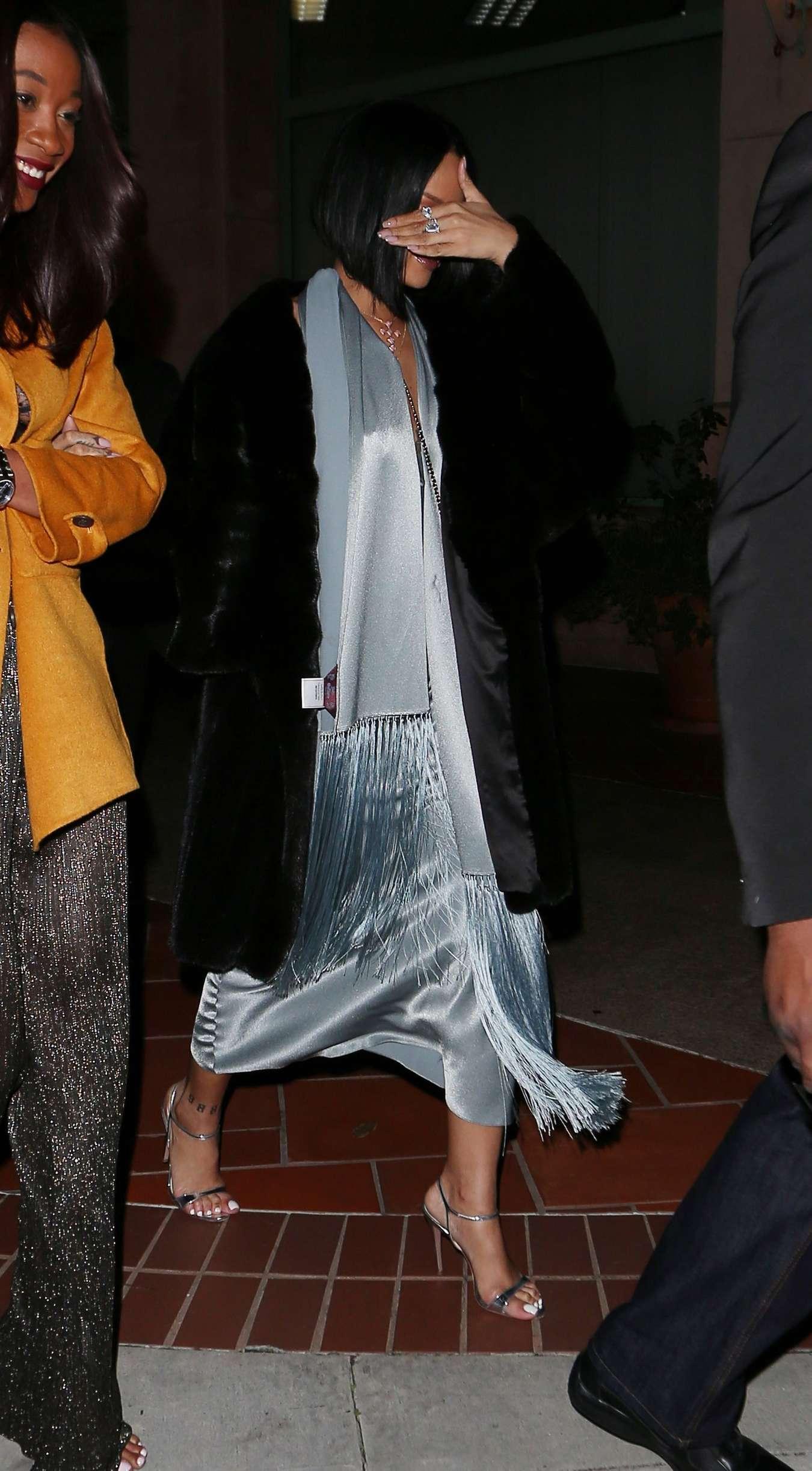 Rihanna 2016 : Rihanna: Arriving at a restaurant in LA -14