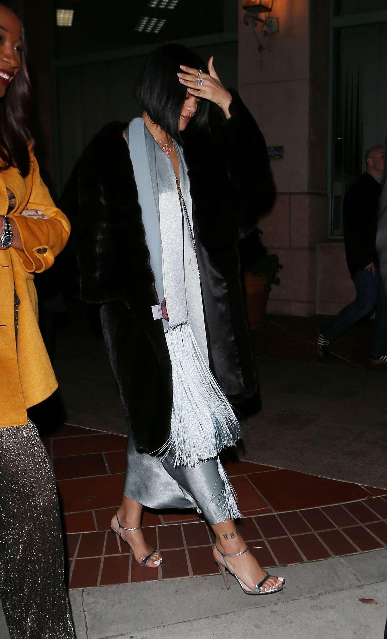 Rihanna 2016 : Rihanna: Arriving at a restaurant in LA -15