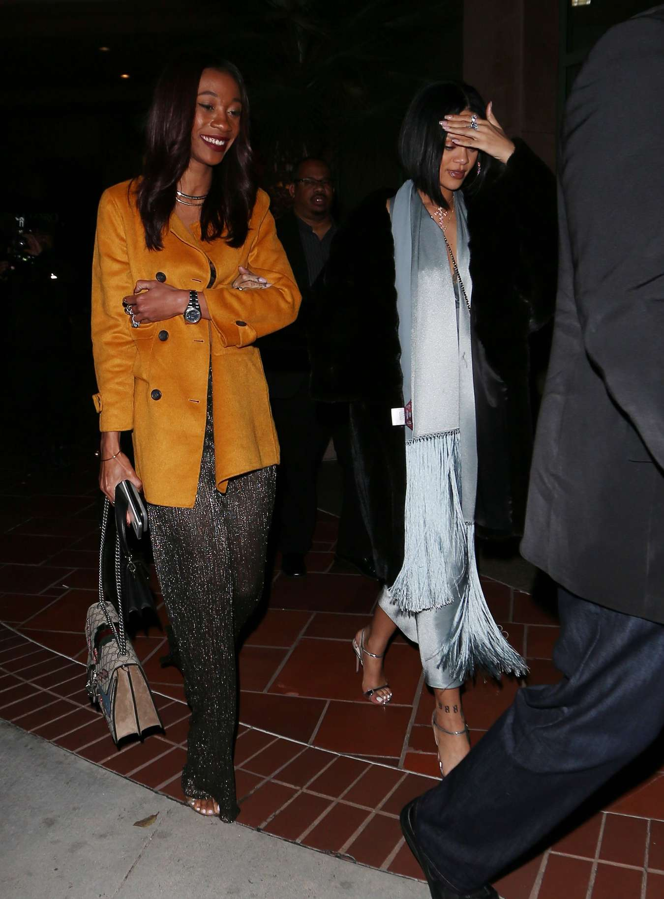 Rihanna 2016 : Rihanna: Arriving at a restaurant in LA -17