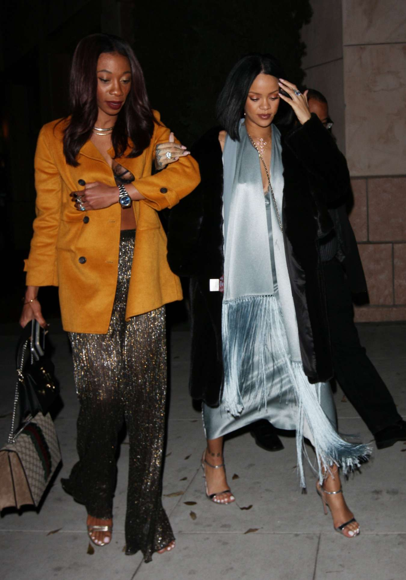 Rihanna 2016 : Rihanna: Arriving at a restaurant in LA -20