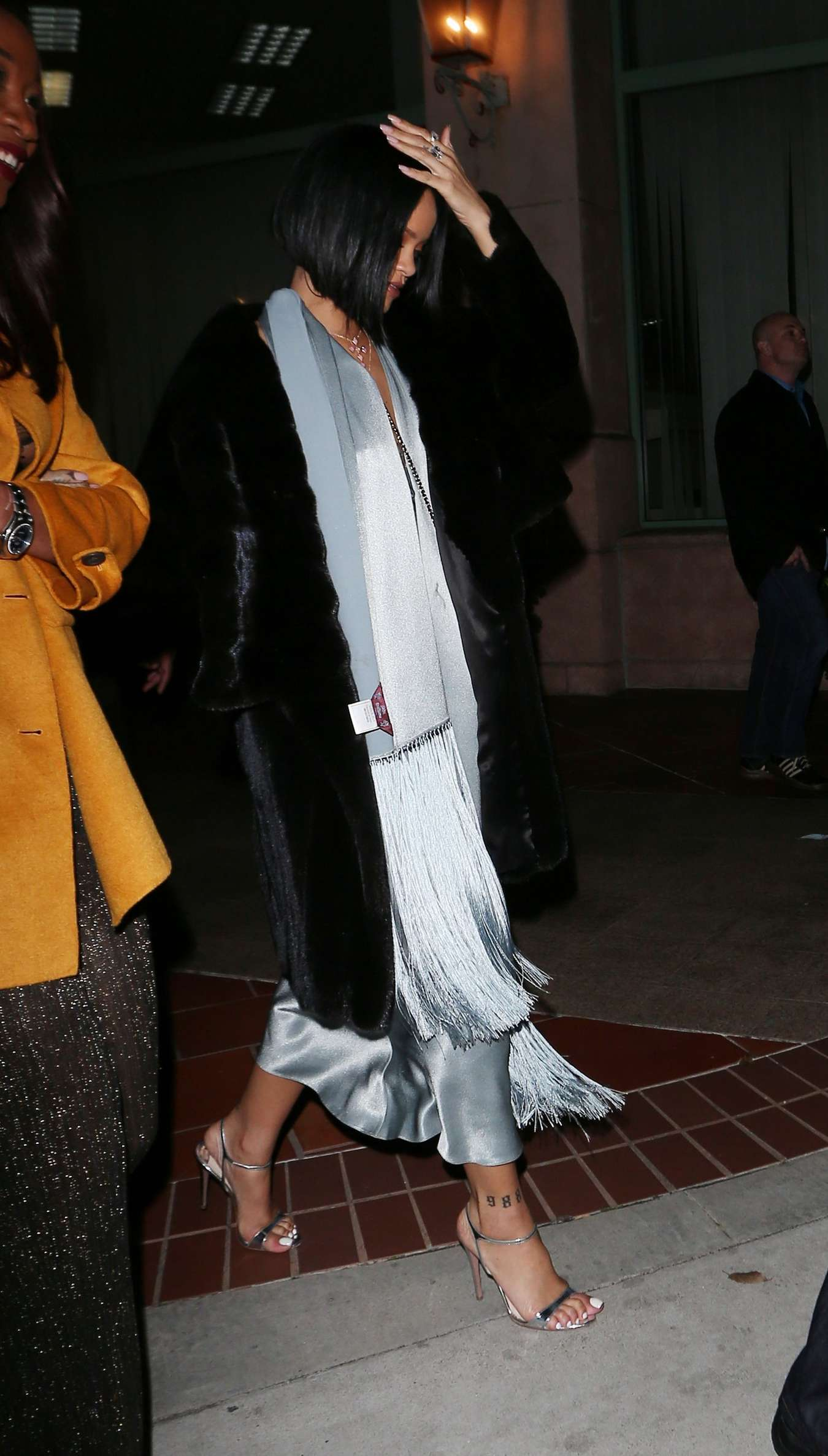 Rihanna 2016 : Rihanna: Arriving at a restaurant in LA -24