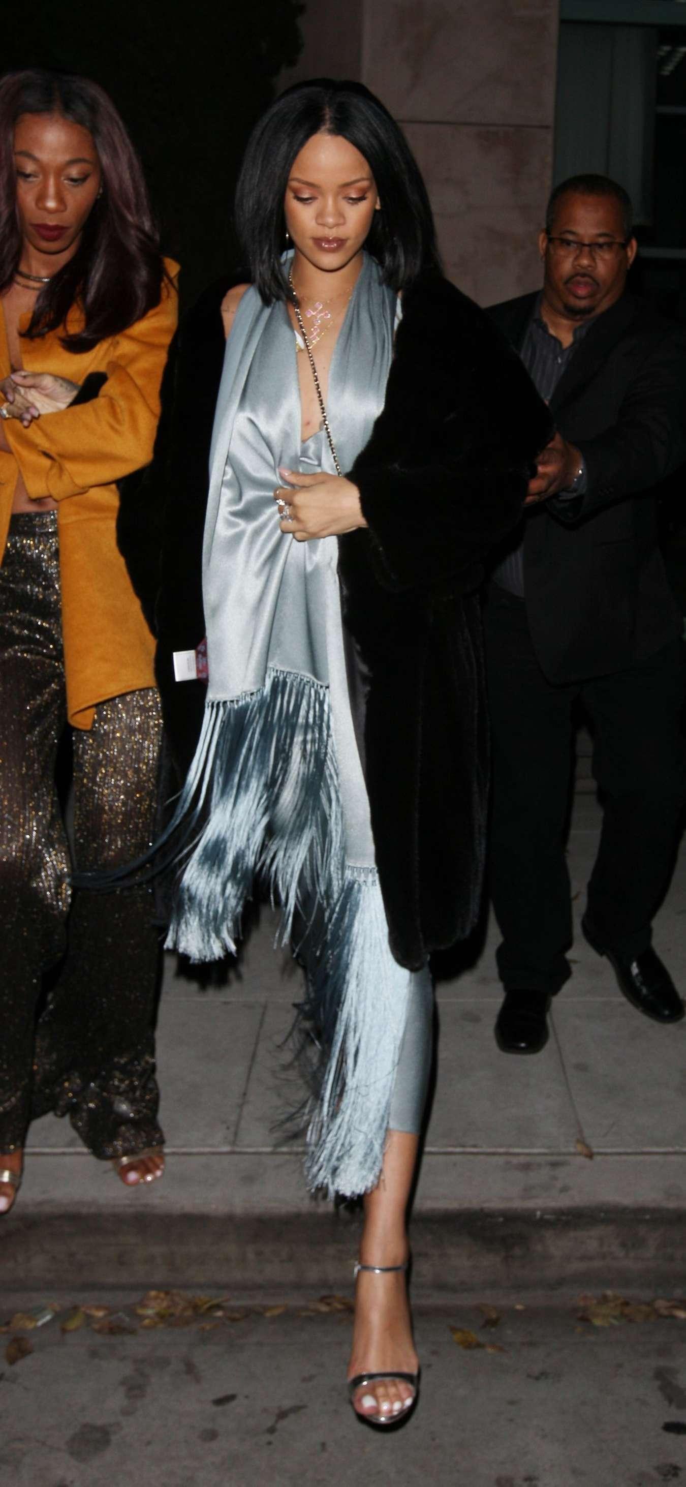 Rihanna 2016 : Rihanna: Arriving at a restaurant in LA -25