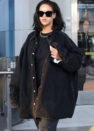 Rihanna - Arriving at JFK Airport in NYC