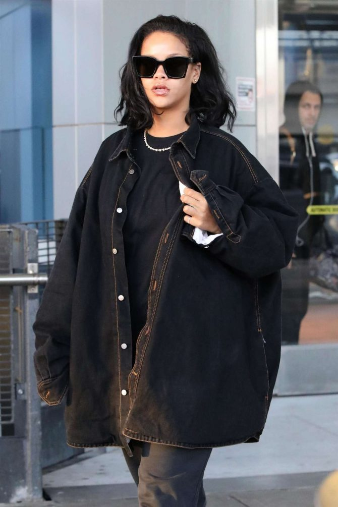 Rihanna – Arriving at JFK Airport in NYC