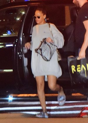 Rihanna Arriving to her NYC apartment