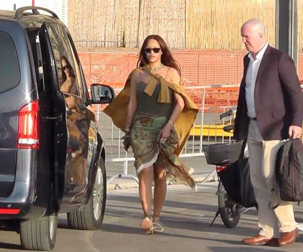 Rihanna 2019 : Rihanna at a boat trip in Capri-14