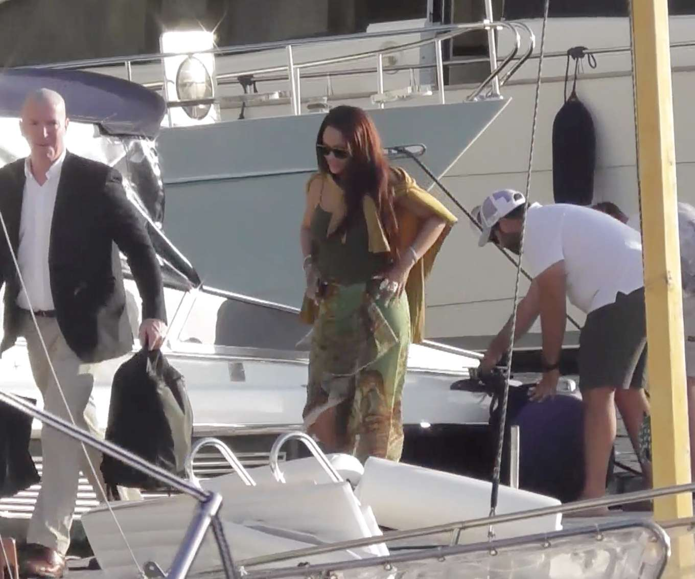 Rihanna 2019 : Rihanna at a boat trip in Capri-16
