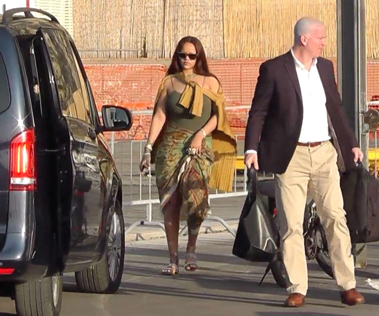 Rihanna 2019 : Rihanna at a boat trip in Capri-24