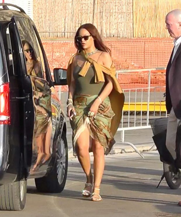 Rihanna 2019 : Rihanna at a boat trip in Capri-25