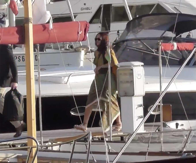 Rihanna 2019 : Rihanna at a boat trip in Capri-32