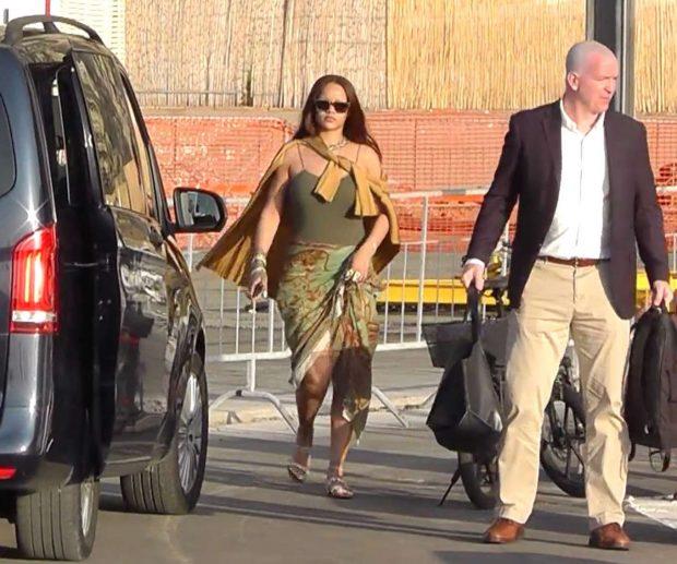 Rihanna 2019 : Rihanna at a boat trip in Capri-34