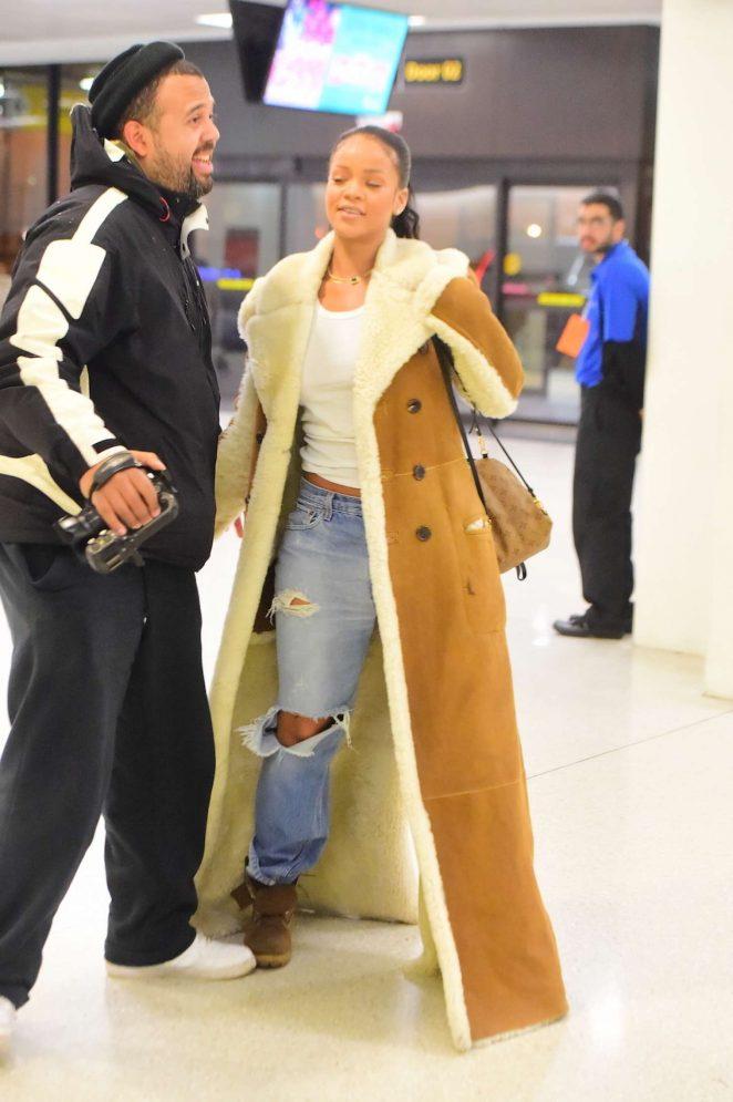 Rihanna at JFK Airport in NYC -01