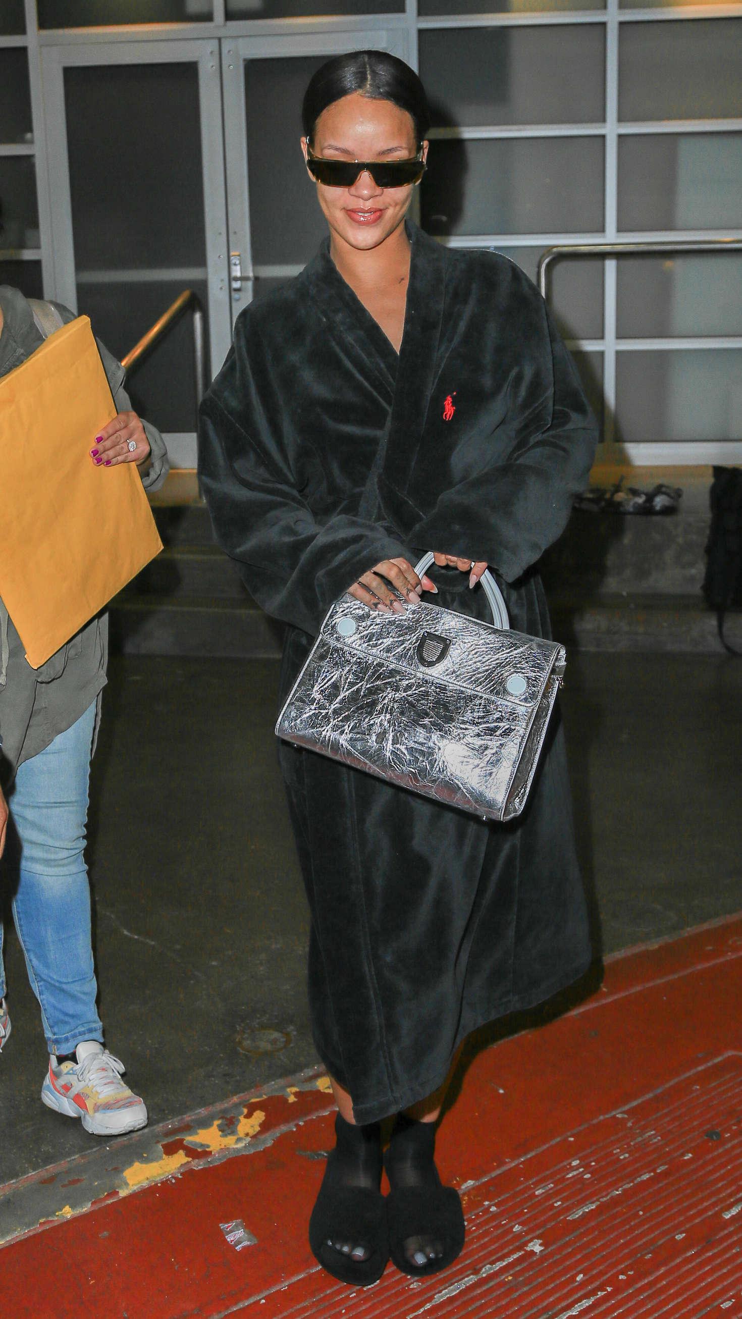 Rihanna 2016 : Rihanna at Pier 59 Studios -06