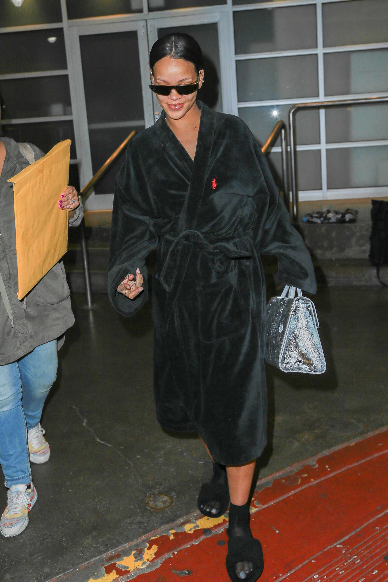Rihanna 2016 : Rihanna at Pier 59 Studios -07