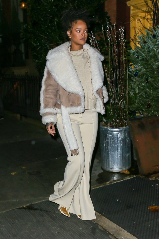 Rihanna at The Spotted Pig in Manhattan -03