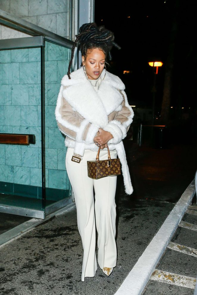 Rihanna at The Spotted Pig in Manhattan -04