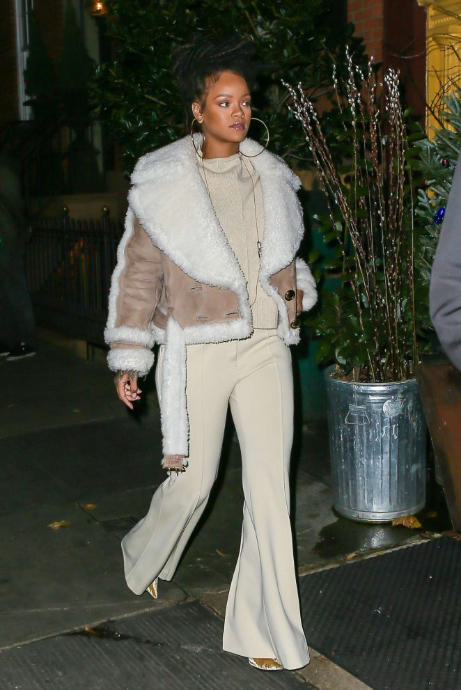 Rihanna at The Spotted Pig in Manhattan -10