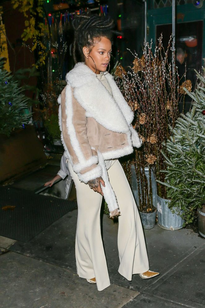 Rihanna at The Spotted Pig in Manhattan -12