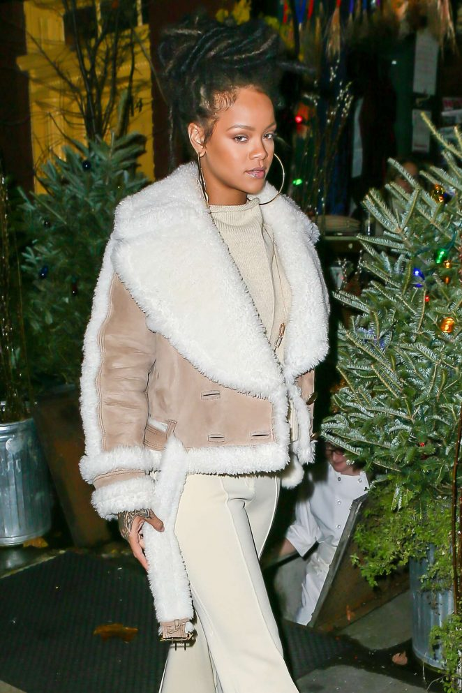 Rihanna at The Spotted Pig in Manhattan -14