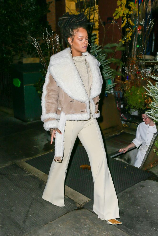Rihanna at The Spotted Pig in Manhattan -23
