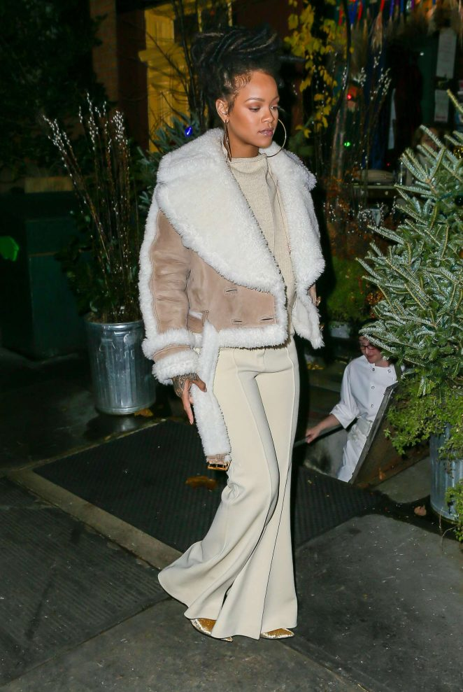 Rihanna at The Spotted Pig in Manhattan -30