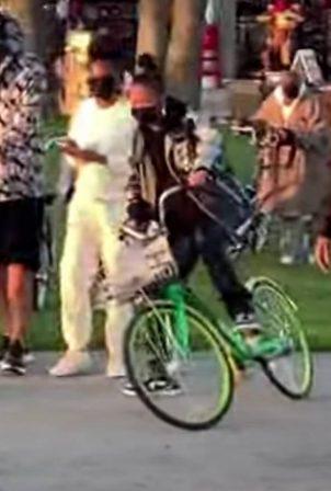 Rihanna - Bike ride in Venice Beach
