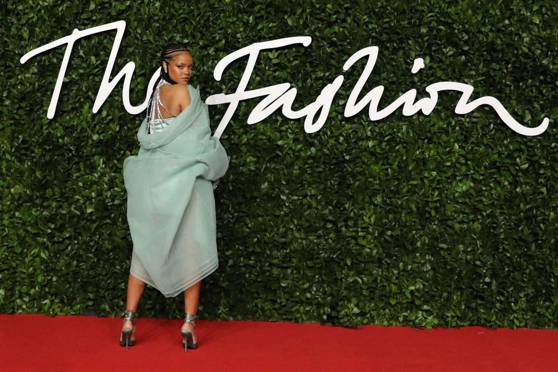 Rihanna 2019 : Rihanna – Fashion Awards 2019 in London-07