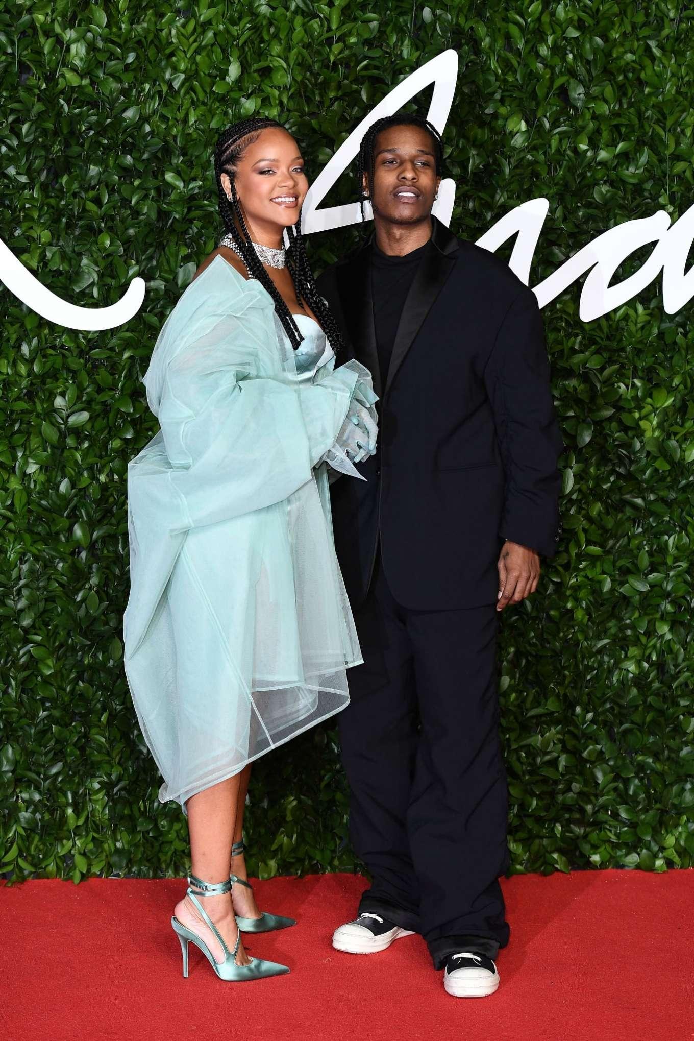 Rihanna 2019 : Rihanna – Fashion Awards 2019 in London-11