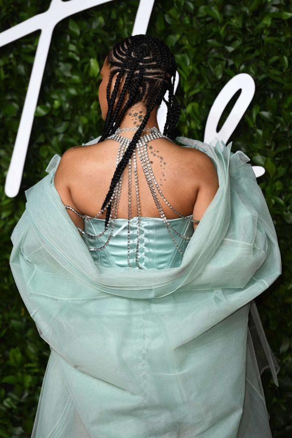Rihanna 2019 : Rihanna – Fashion Awards 2019 in London-12