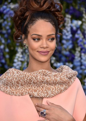 Rihanna - Christian Dior's SS 2016 Paris Fashion Week