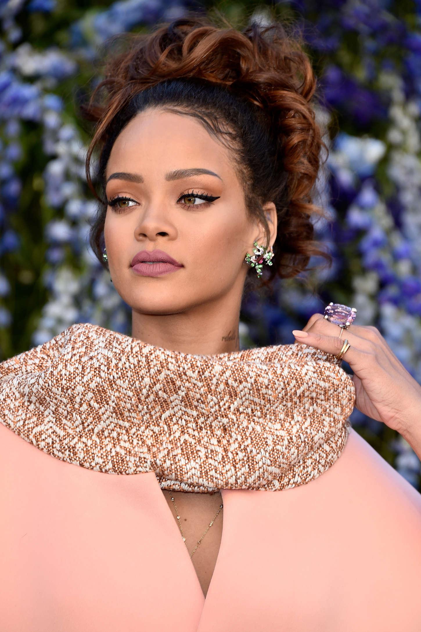 Rihanna: Christian Diors SS 2016 PFW -35