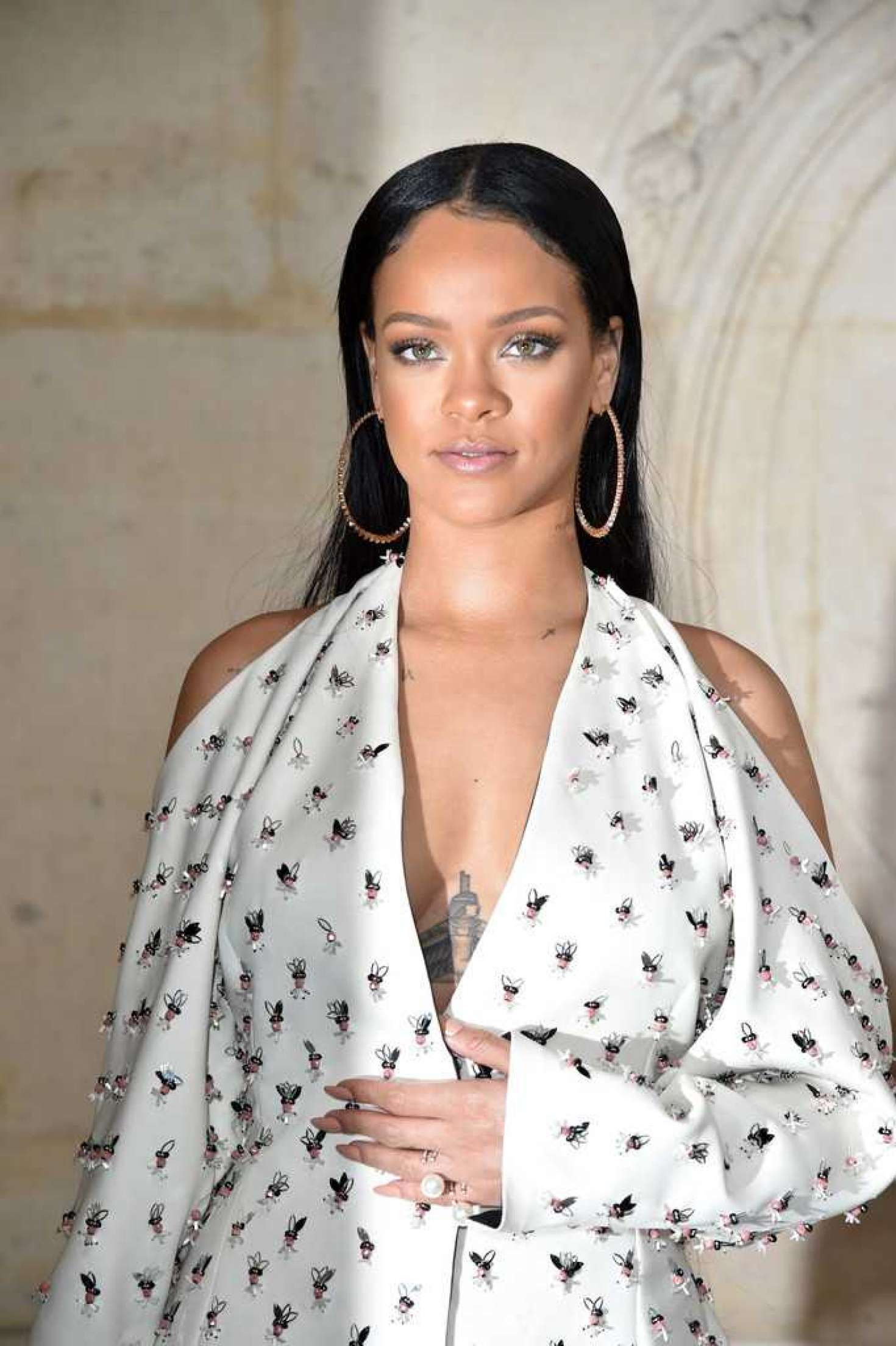 Rihanna:-Christian-Dior-Show-SS-2017--01.jpg