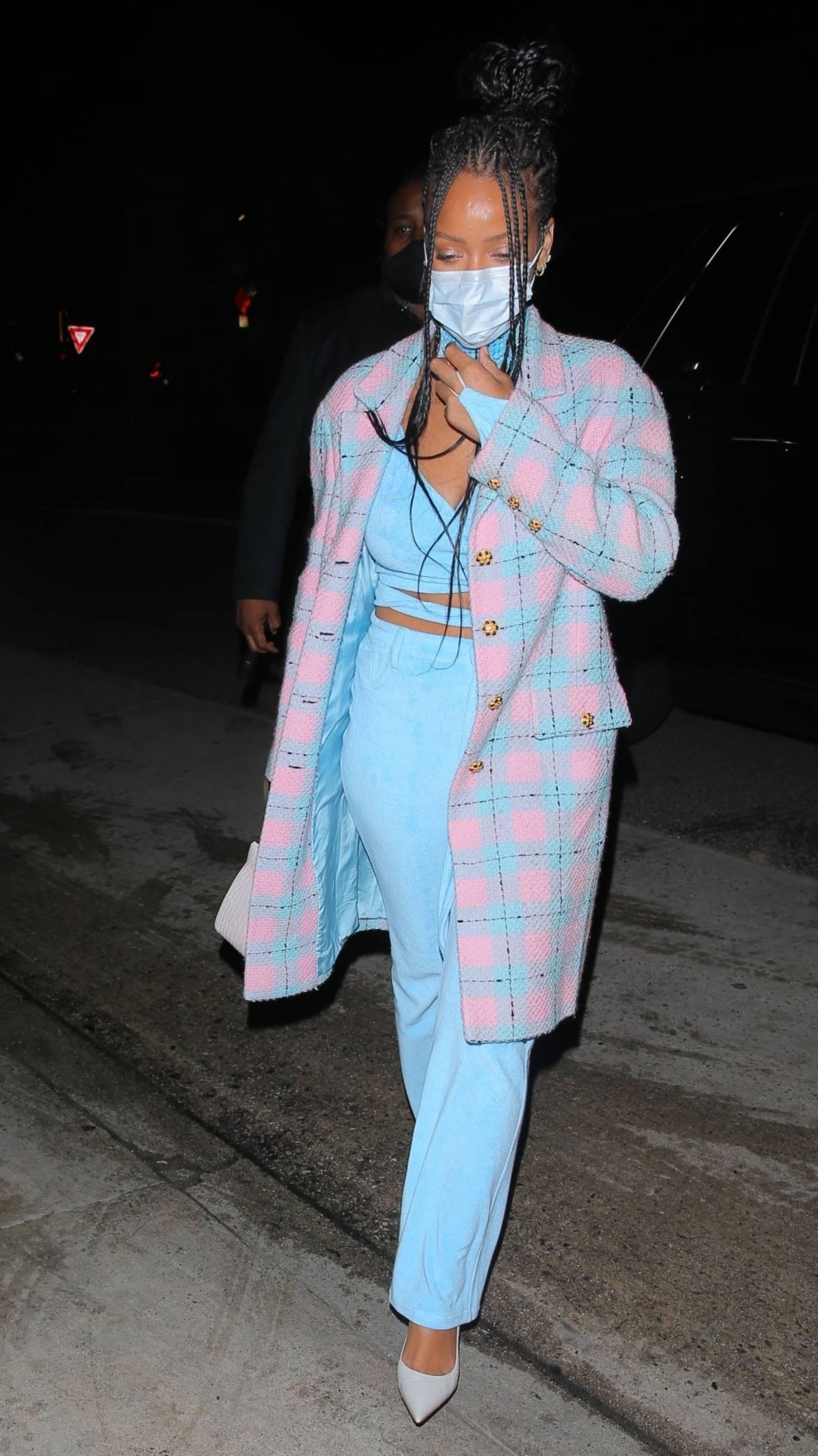 Rihanna - Dinner candids in Santa Monica at Giorgio Baldi