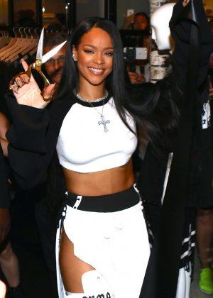 Rihanna - FENTY PUMA x RIHANNA Debut in New York