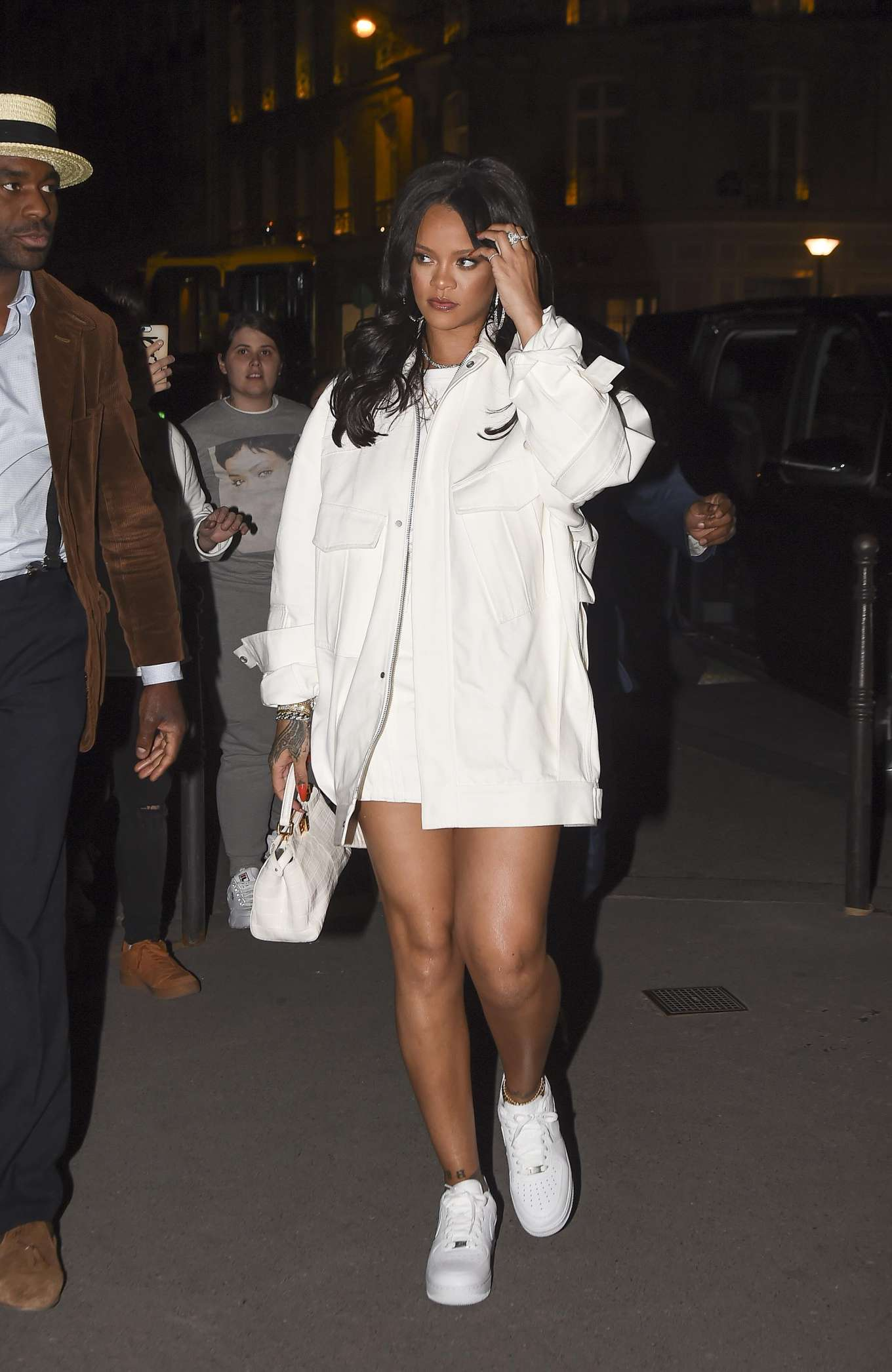 Rihanna 2019 : Rihanna: Goes to LAvenues Restaurant-01