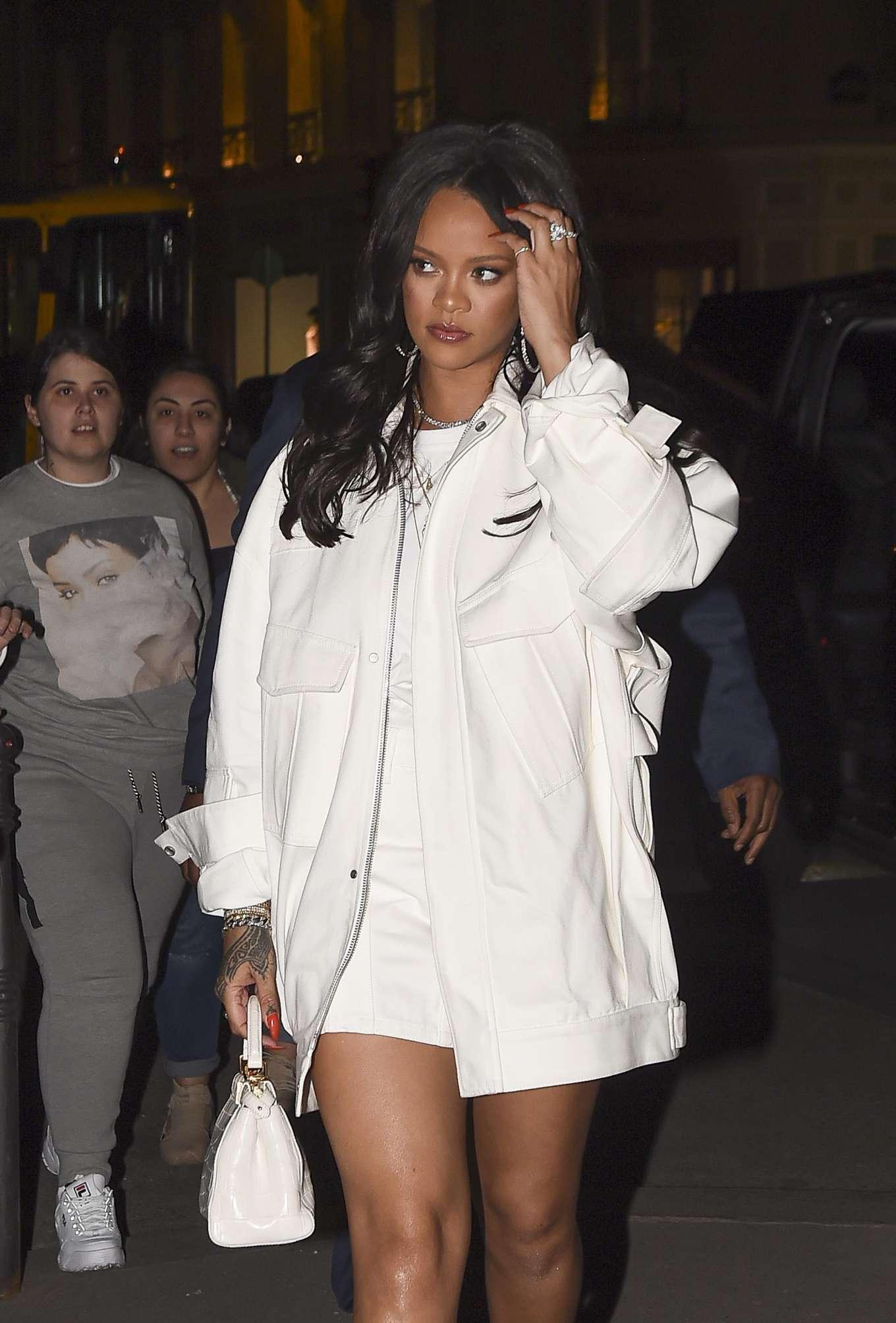 Rihanna 2019 : Rihanna: Goes to LAvenues Restaurant-02