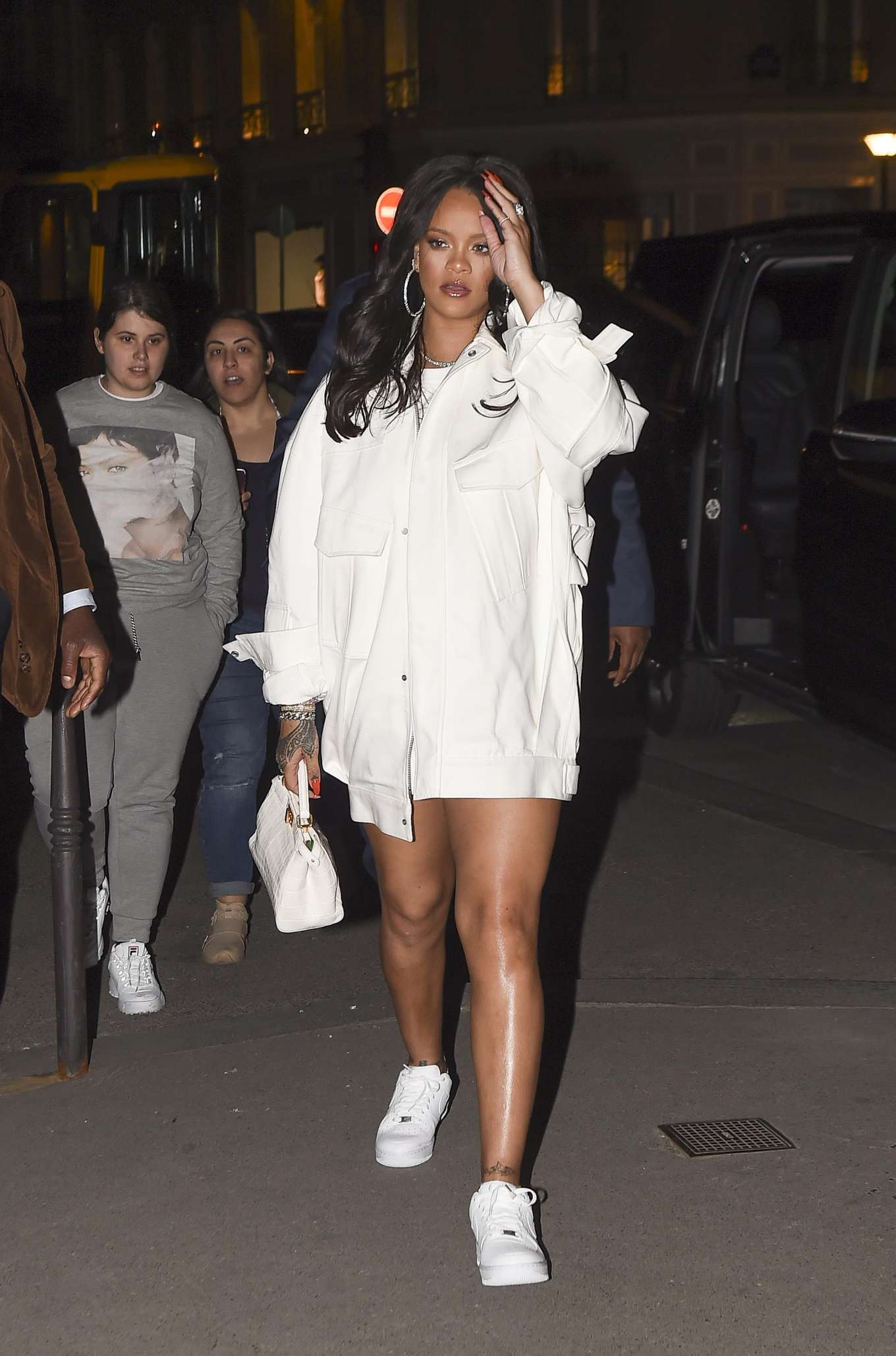 Rihanna 2019 : Rihanna: Goes to LAvenues Restaurant-04