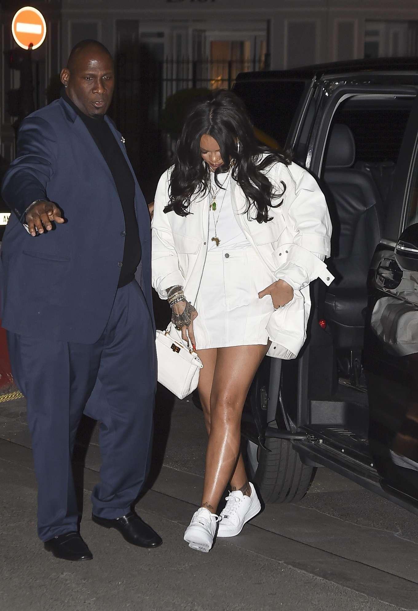 Rihanna 2019 : Rihanna: Goes to LAvenues Restaurant-05