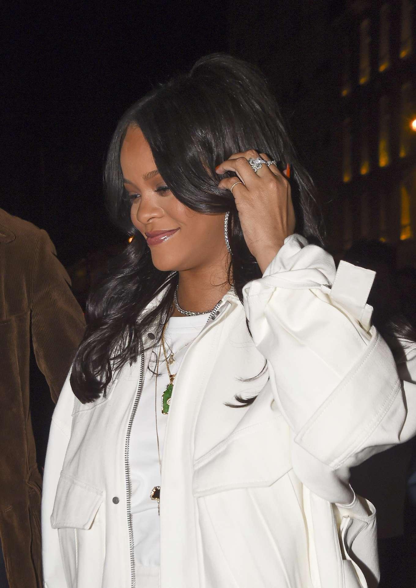 Rihanna 2019 : Rihanna: Goes to LAvenues Restaurant-10
