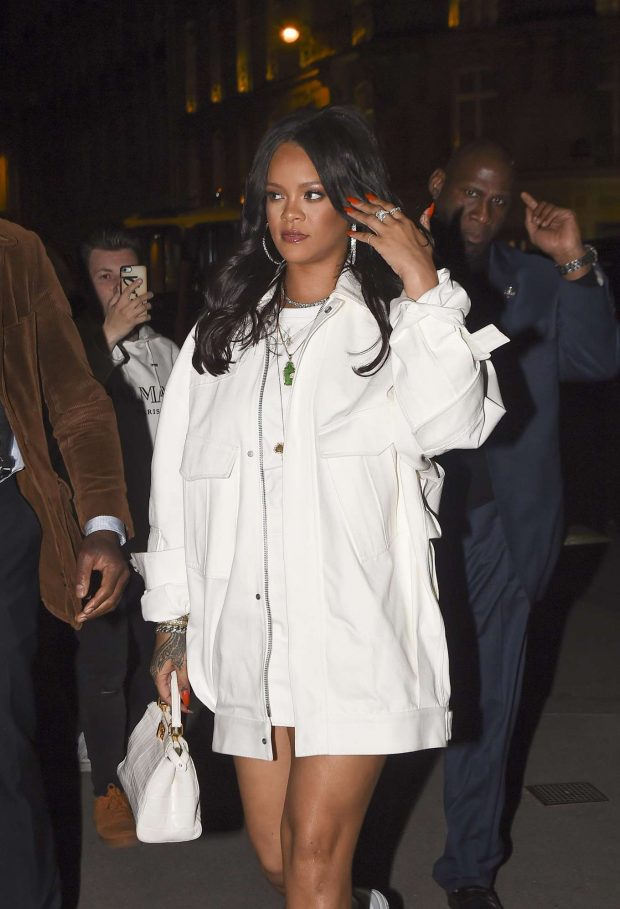 Rihanna - Goes to L'Avenue's Restaurant in Paris