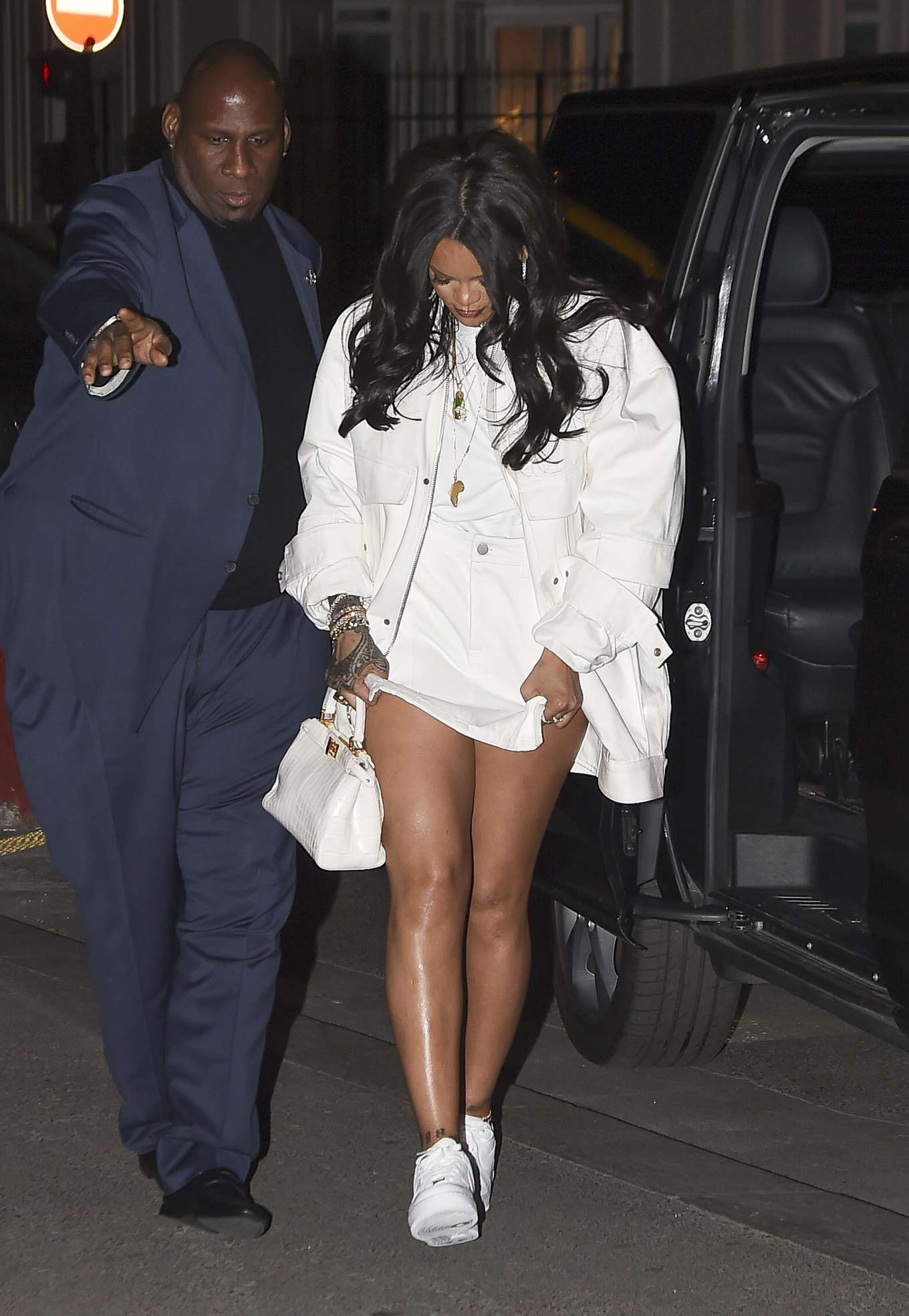 Rihanna 2019 : Rihanna: Goes to LAvenues Restaurant-13
